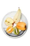 Vruchten op keukenschalen Stock Fotografie