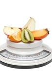Vruchten op keukenschalen Royalty-vrije Stock Foto
