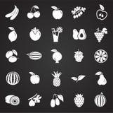 Vruchten op zwarte achtergrond worden geplaatst die stock illustratie