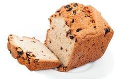Vruchtencake op witte plaat Stock Foto's