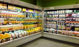 Vruchtensappen en Zuivelproducten Stock Foto's