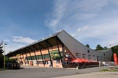 Vsetin, República Checa - 2 de junio de 2018: el Na nombrado estadio Lapaci del hockey sobre hielo es después de estación en el s foto de archivo