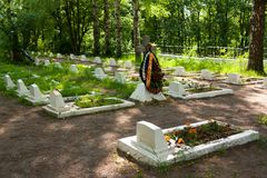 VSEVOLOZHSK, LENINGRAD REGION, RUSSIA Graves of soldiers and officers of Red Army, who died during siege of Leningrad. VSEVOLOZHSK, LENINGRAD REGION, RUSSIA Stock Photography