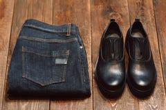 Vêtements d'homme occasionnels d'hiver pour un homme d'affaires Image libre de droits