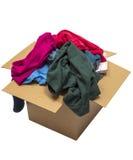 Vêtements débordant dans la boîte d'isolement sur le blanc Images stock