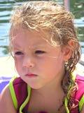 vått barn för uttrycksflicka Royaltyfria Bilder