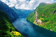 Vue à couper le souffle de fjord de Sunnylvsfjorden Image stock