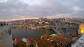 Vue à Dom Luis Bridge célèbre à Porto, Portugal banque de vidéos