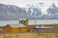 Vue à l'aéroport dans le règlement arctique russe abandonné Pyramiden, Norvège Photo libre de droits