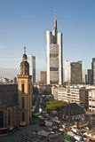 Vue à l'horizon de Francfort avec Hauptwache Images stock