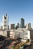 Vue à l'horizon de Francfort avec Hauptwache Photos stock