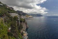 Vue à la côte d'Amalfi, Italie Photos stock