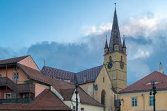 Vue à la cathédrale luthérienne du centre historique de Sibiu Image stock