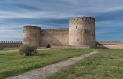 Vue à la forteresse antique en été photographie stock