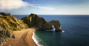 Vue à la ligne de côte de trappe de Durdle en Angleterre photos stock