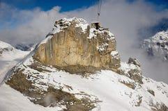Vue à la station de funiculaire de Birg de la gondole de funiculaire sur le chemin à Schilthorn dans Murren, Suisse Images libres de droits