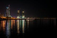 Vue à la ville de Bakou de nuit photo stock