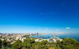 Vue à la ville de Bakou du parc de montagne Image libre de droits