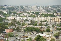 Vue à la ville de Santo Domingo à partir du dessus de toit du phare de Christopher Columbus en Santo Domingo, République Dominica Photographie stock libre de droits