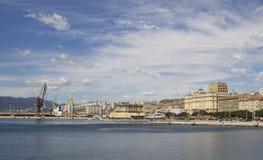 Vue à la ville et au port de Rijeka Photographie stock