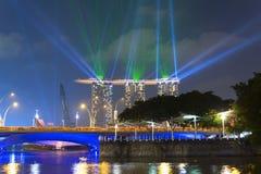 Vue à Marina Bay Sands et au pont d'esplanade Image stock