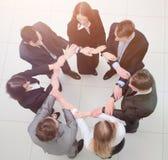 Vue à partir du dessus équipe d'affaires se tenant en cercle Photo libre de droits