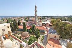 Vue à Suleiman Mosque de tour d'horloge de Roloi dans la vieille ville de Rhodes La Grèce image stock