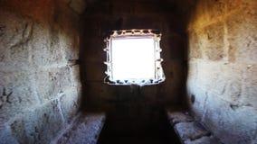 Vue à travers une fenêtre de château banque de vidéos