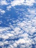 Vue élevée quand au-dessus des nuages Photos libres de droits