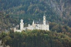Vue éloignée de château de Neuschwanstein Image libre de droits