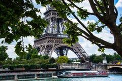 Vue éloignée de Tour Eiffel Images stock