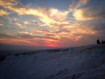 Vue étonnamment rose de coucher du soleil chez Pamukkale, Turquie Photographie stock