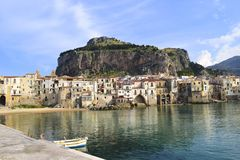 Vue étonnante de Cefalu, Italie image libre de droits