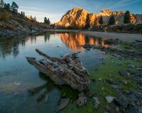 Vue étonnante de montagne de lac et de Lagazuoi Limides dans ensoleillé Photos libres de droits