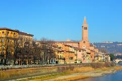 Vue étonnante de ville de Vérone et de fleuve Adige, Italie Images libres de droits