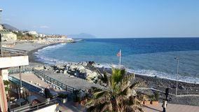 Vue étonnante du bord de la mer de Gênes images libres de droits