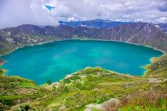 Vue étonnante du lac de la caldeira de Quilotoa Quilotoa est le volcan occidental dans les Andes s'étendent et sont situés dans a Photographie stock
