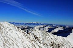 Vue étonnante en bas de la vallée du passage de Peleaga, en montagnes de Retezat Photo libre de droits