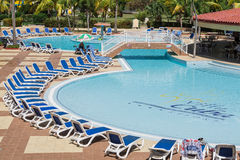 Vue étonnante magnifique de piscine de station de vacances du Cuba de villa le jour ensoleillé Photographie stock