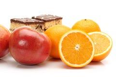 Vue étroite d'un gâteau coloré de gelée avec un grand choix fruitsjelly de gâteau avec un grand choix de fruits photographie stock