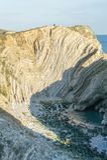 Vue étroite de crique de trou d'escalier dans Dorset, Angleterre du sud Image libre de droits