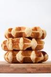 Vue étroite de trois gâteaux de la grand-mère sur un conseil en bois Photo stock