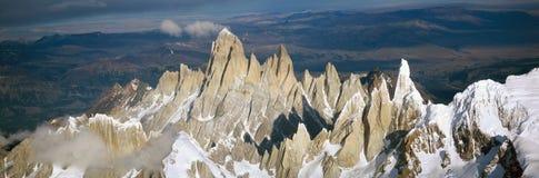 Vue aérienne à 3400 mètres de bâti Fitzroy, chaîne de Cerro Torre et montagnes des Andes, Patagonia, Argentine Photographie stock
