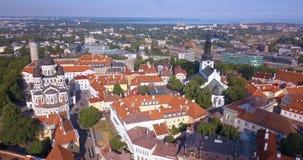 Vue aérienne étonnante de Tallinn au-dessus de la vieille ville près de la place principale