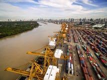 Vue aérienne au-dessus de chantier de construction navale de Bangkok Image stock