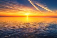 Vue aérienne au-dessus de la mer, tir de lever de soleil photo stock