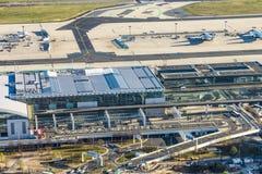 Vue aérienne au terminal moderne 2 à Francfort, Allemagne Image libre de droits