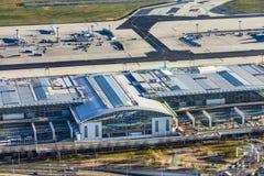Vue aérienne au terminal moderne 2 à Francfort, Allemagne Images libres de droits