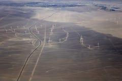 Vue aérienne aux turbines de vent images libres de droits