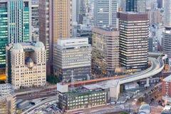 Vue aérienne, bâtiment de bureau municipal d'Osaka et route, Japon Photo libre de droits